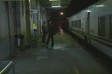 Comboio parado com 300 pessoas devido ao mau tempo
