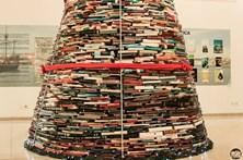 Biblioteca de Vila do Conde cria árvore de Natal feita com 4 mil livros