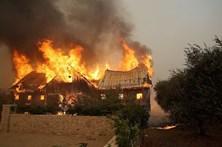 Fogos na Califórnia ameaçam casas dos famosos