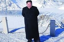 Kim Jong-un escalou montanha... de sapatos e sem suar