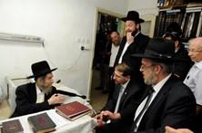 Morreu o líder espiritual do judaísmo ultraortodoxo