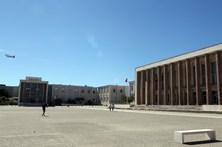PSP reabre portas da Faculdade de Direito de Lisboa sob protesto dos estudantes