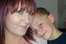 Criança de nove anos encontra mãe morta na cama