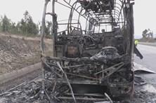 Trânsito na A23 reabre com condicionamentos, após fogo em autocarro