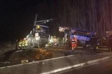 Choque entre autocarro escolar e comboio mata crianças em França
