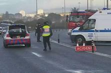 Colisão violenta provoca um morto e três feridos na Parede