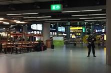 Polícia holandesa dispara contra homem que puxou de faca em aeroporto