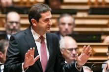 Líder parlamentar do PSD anuncia apoio à candidatura de Santana Lopes