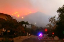 Incêndios continuam a lavrar no sul da Califórnia