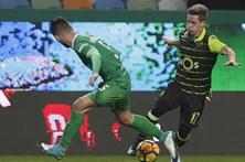 Podence de volta ao onze do Sporting contra o Portimonense