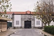 Acelera contra a GNR junto à prisão do Linhó