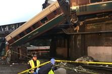 Descarrilamento de comboio faz pelo menos três mortos nos EUA