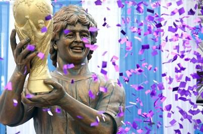 Estátua de Maradona criticada e comparada a Susan Boyle