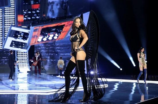 Adriana Lima garante que não se volta a despir