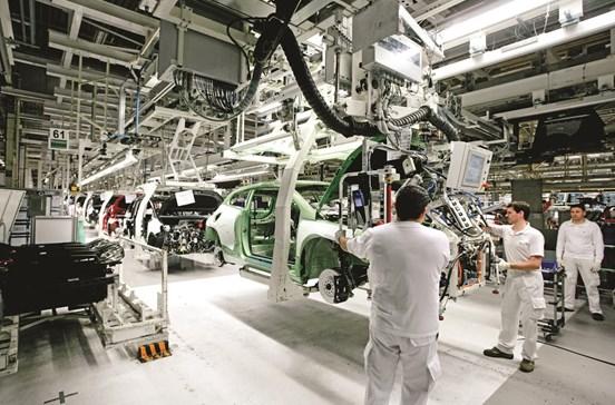 Autoeuropa paga o dobro por trabalho ao sábado