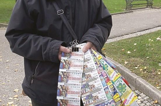 Vende fotocópias da lotaria a GNR