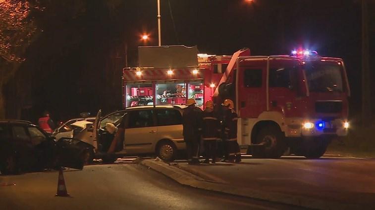 Colisão entre cinco veículos faz seis feridos