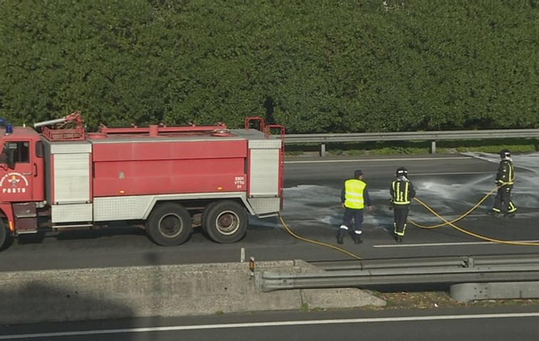 Despiste de camião corta VCI no Porto