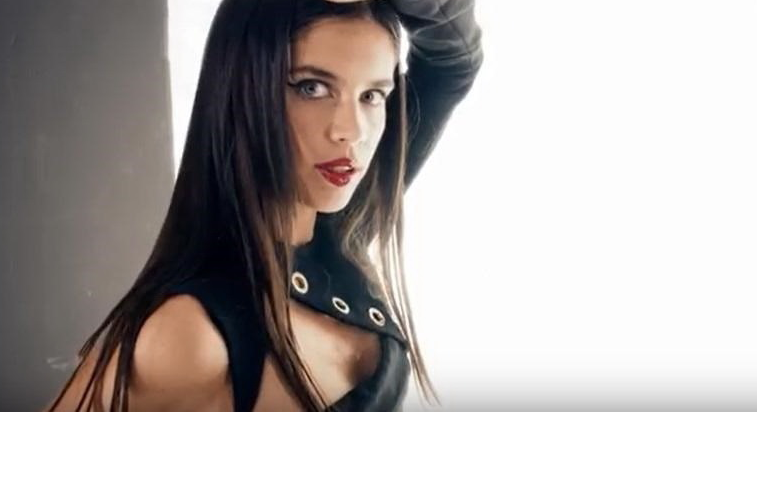 Sara Sampaio (quase) mostra demais
