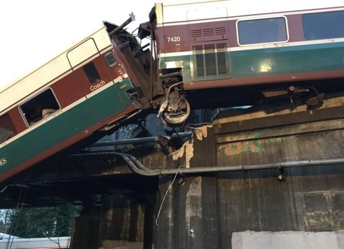 Comboio descarrila junto a Washington (vídeo)