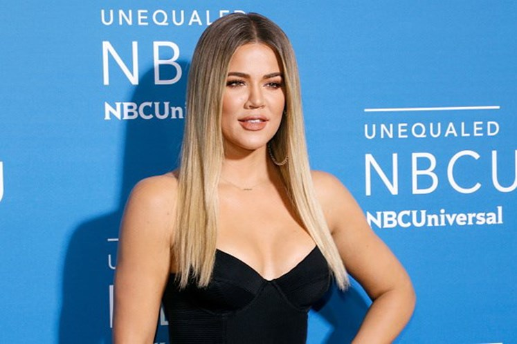 Traída, Khloé Kardashian dá à luz e perdoa o namorado
