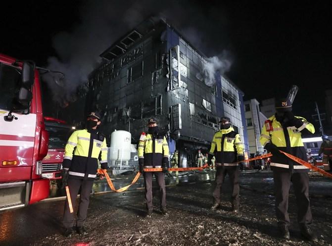 Incêndio em centro desportivo faz 29 mortos
