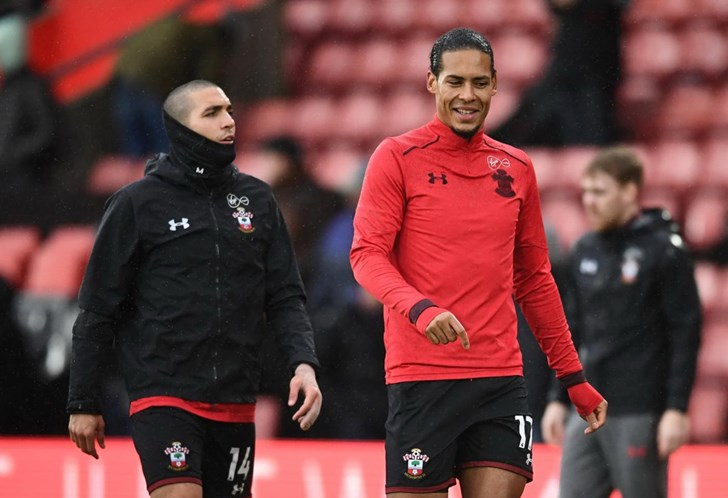 Liverpool confirma rumores e anuncia contratação do zagueiro holandês Van Dijk