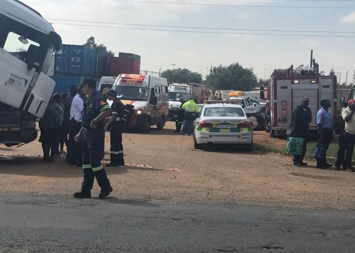 Duzentos feridos em choque de comboios na África do Sul