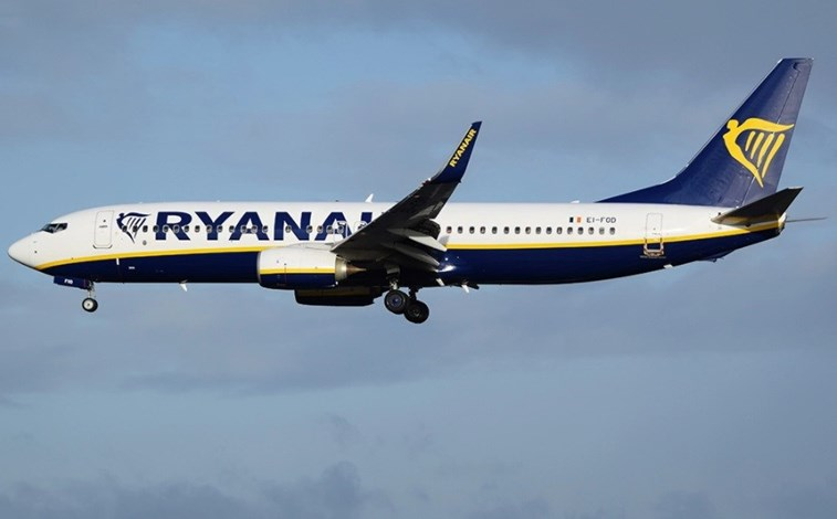A partir de hoje, Ryanair só permite uma mala na cabine