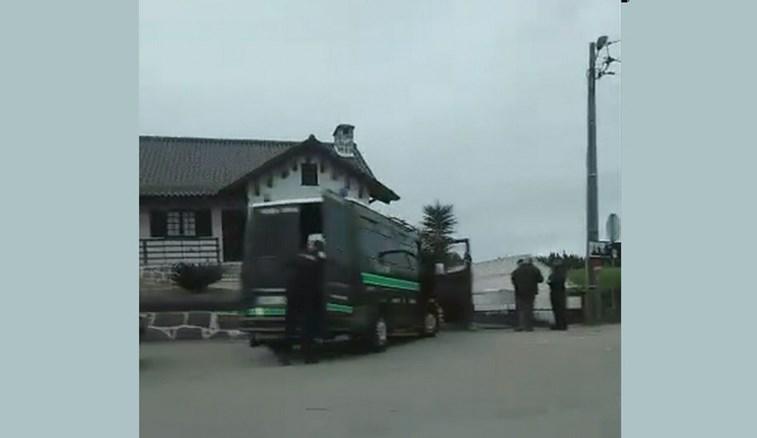 GNR negoceia com homem barricado em casa, em Estarreja