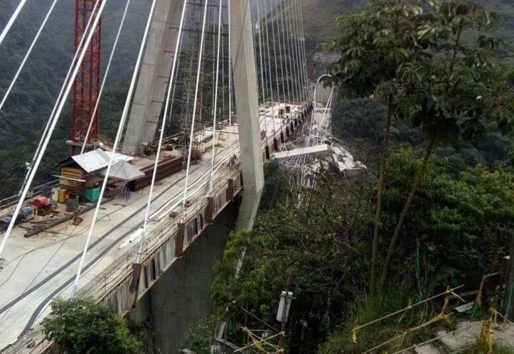 Colapso de viaduto faz quatro mortos e vários desaparecidos