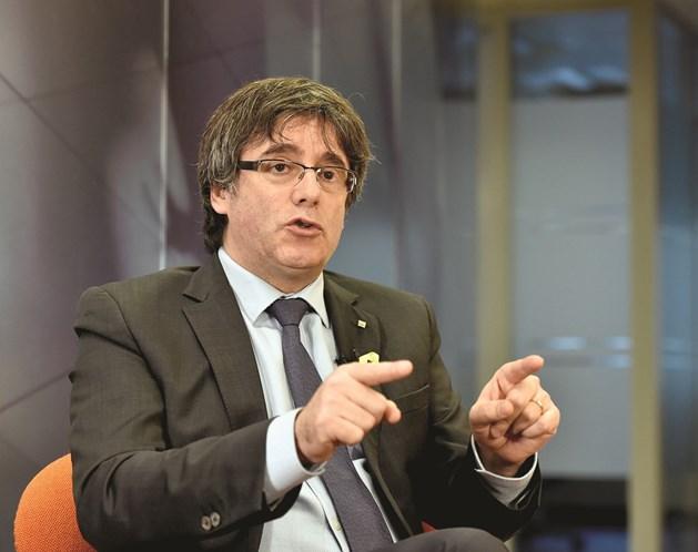 Parlamento catalão adia escolha de novo presidente regional e Puigdemont reage