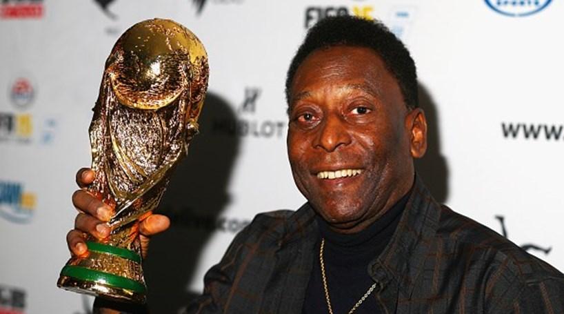 Assessor nega desmaio e afirma que Pelé não está em hospital