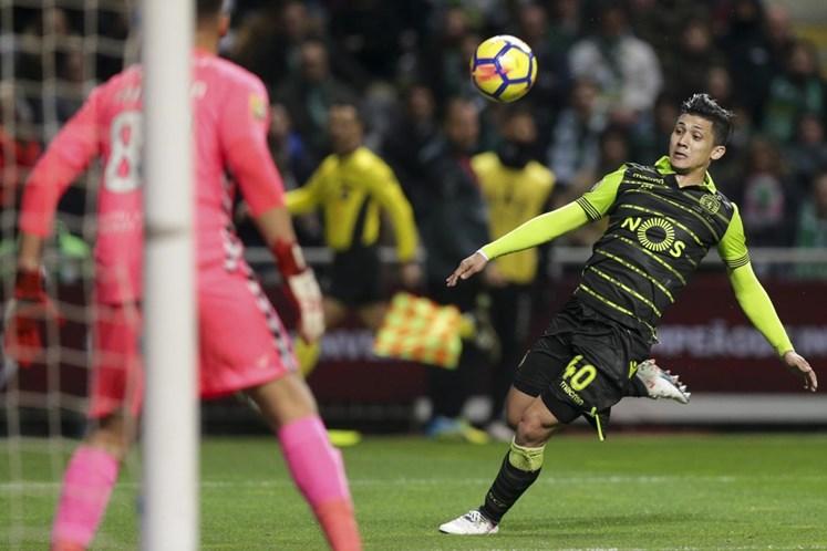 Sporting explica lesão sofrida por Bas Dost