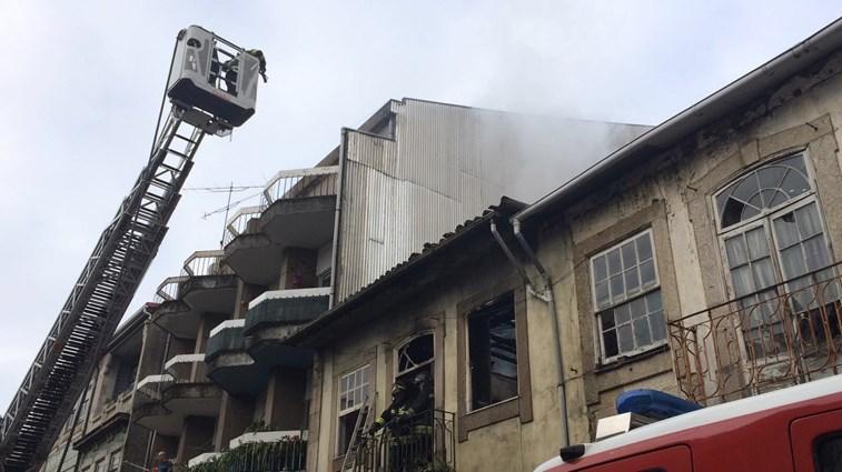 Idosa gravemente ferida em incêndio em habitação de Braga
