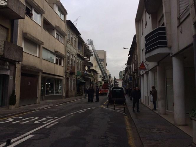 Incêndio em Braga deixa idosa com queimaduras graves