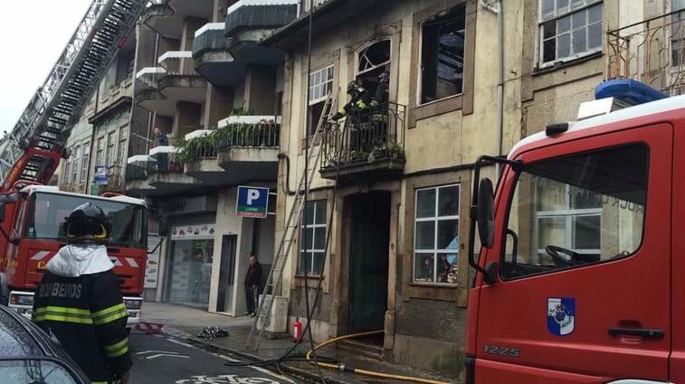 Militares da GNR salvam idosa de morrer em incêndio