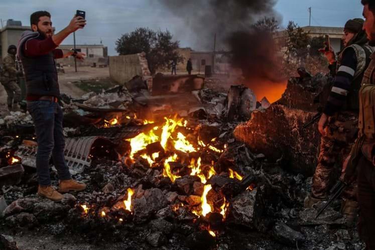 Rebeldes sírios derrubam avião russo e piloto morre