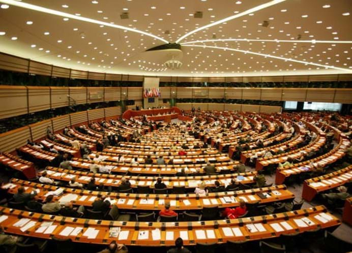Parlamento Europeu quer acabar com hora de verão na Europa