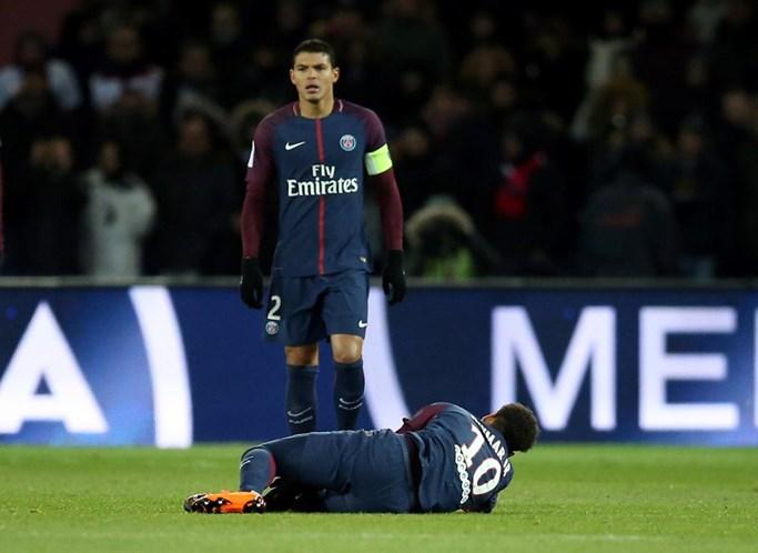 Neymar vai mesmo ser operado — Paris SG confirma