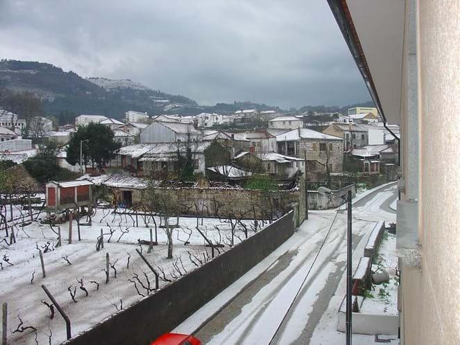 Neve dá 'folga' nas escolas de Vila Real e de Bragança