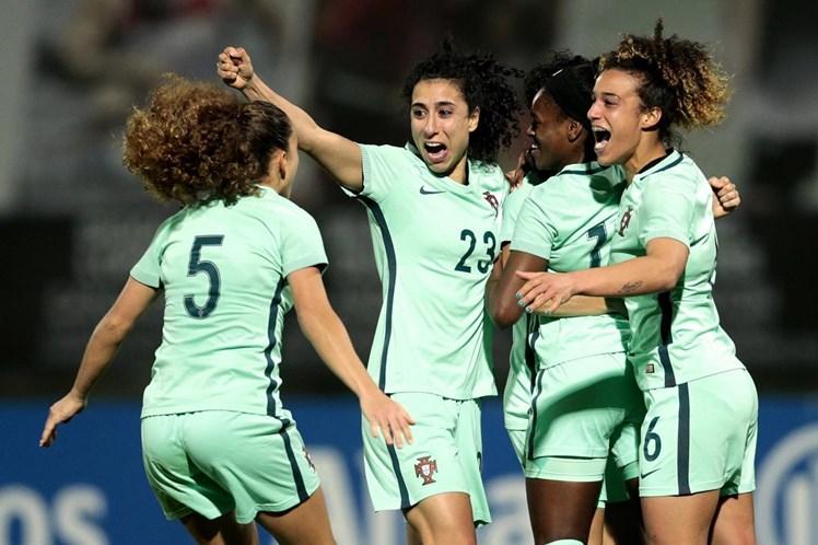 Seleção feminina de futebol faz história