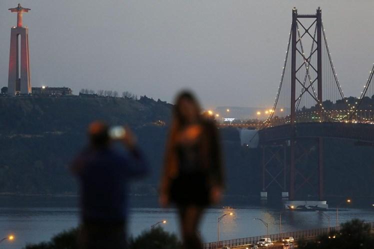 Mais de 80 municípios vão desligar as luzes