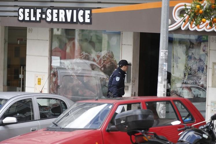 Seis pessoas feridas em rixa entre grupos rivais num restaurante do Prior Velho