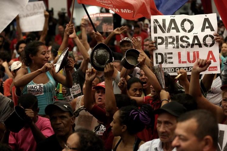 Lula não vai se entregar e ficará junto com a militância