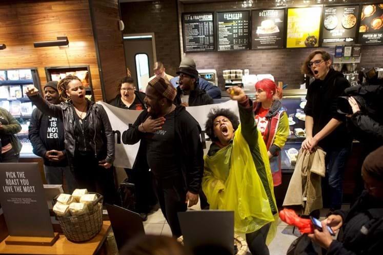 Starbucks fechará lojas nos EUA para treinamento contra discriminação racial