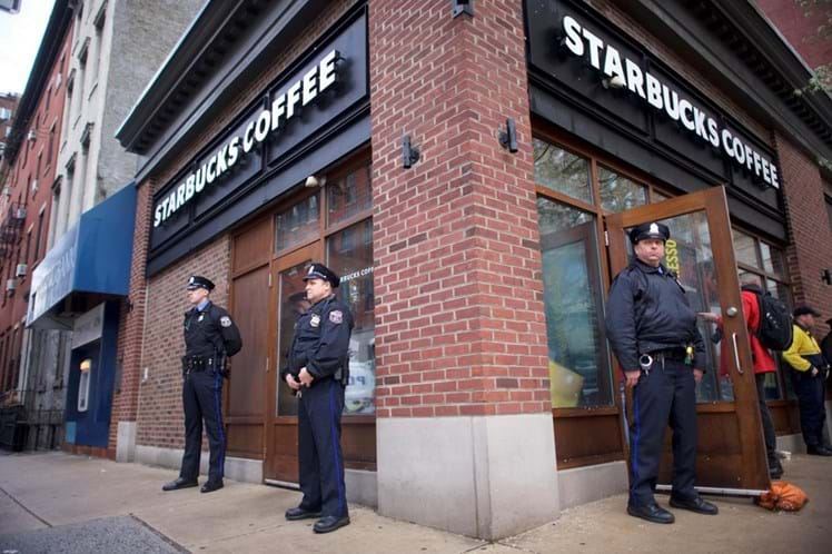 Starbucks fecha 8 mil lojas por uma tarde para treinar contra racismo
