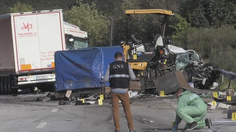 Camião despista-se na A25 e mata trabalhador da Ascendi