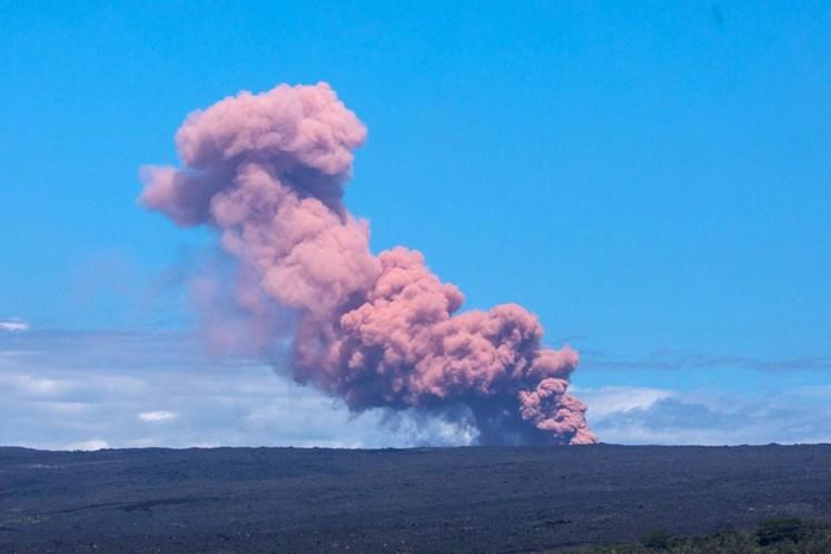 Erupção vulcânica obriga moradores a deixarem suas casas no Havaí