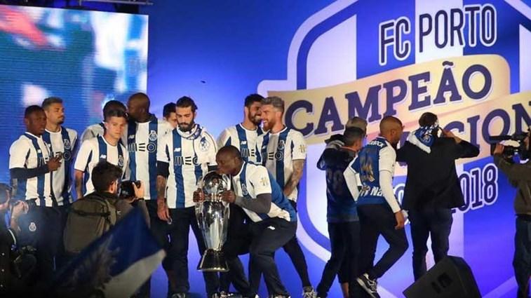 Benfica divulga vídeo com cânticos ofensivos entoados por jogadores do FC Porto